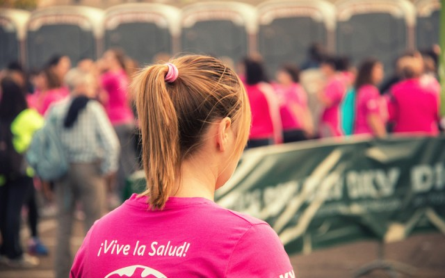 Lady runner ponytail by Juan Eduardo De Cristófaro via Flickr (CC BY 2.0)