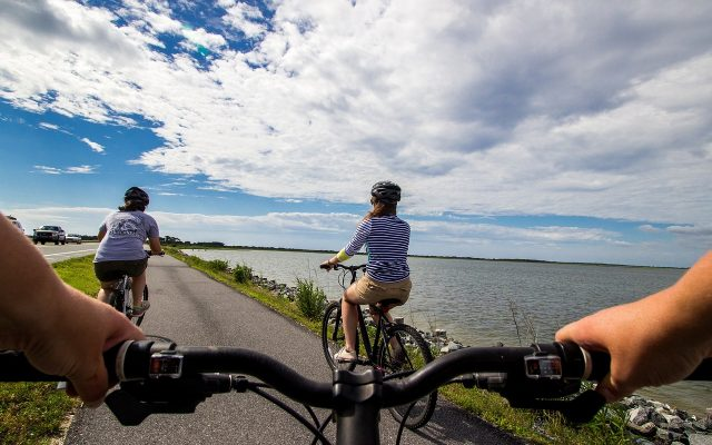 bicycle-riders-2071825_1280